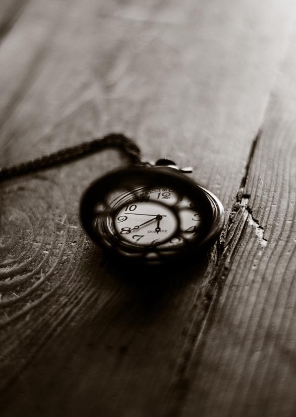 rouwkaart zwart-wit sepia klok time stands still